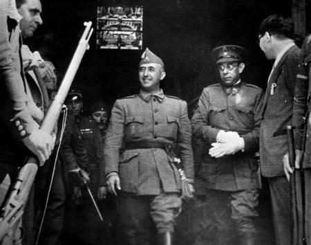 Οι αρχιπραξικοπηματίες Φράνκο και Μόλα