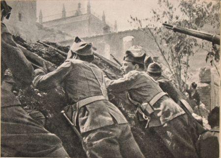 Οι Δημοκρατικοί πολιορκούν το Αλκάθαρ του Τολέδου Σεπτέμβριος 1936/ φωτό του Μιχαήλ Κολτσόφ