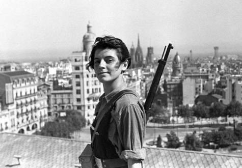 Βαρκελώνη, 21 Ιουλίου 1936: η 17χρονη κομμουνίστρια Marina Ginestà, φωτογραφημένη από τον Juan Guzmán.